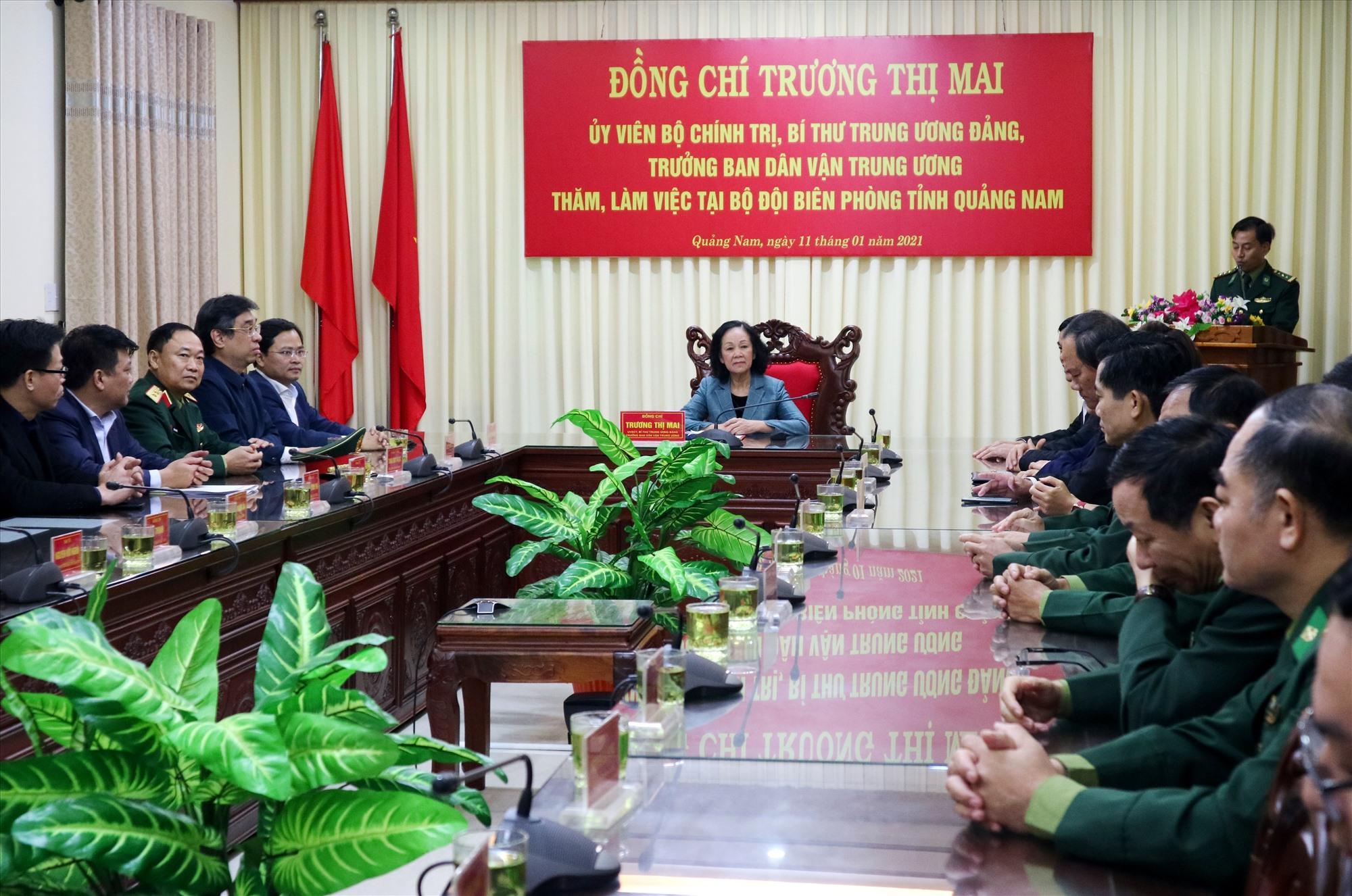 Đoàn công tác của Ban Dân vận Trung ương do đồng chí Trương Thị Mai đến thăm lực lượng quân đội tham gia cứu hộ thiên tai tại tỉnh Quảng Nam vào chiều nay 11.1. Ảnh: A.N