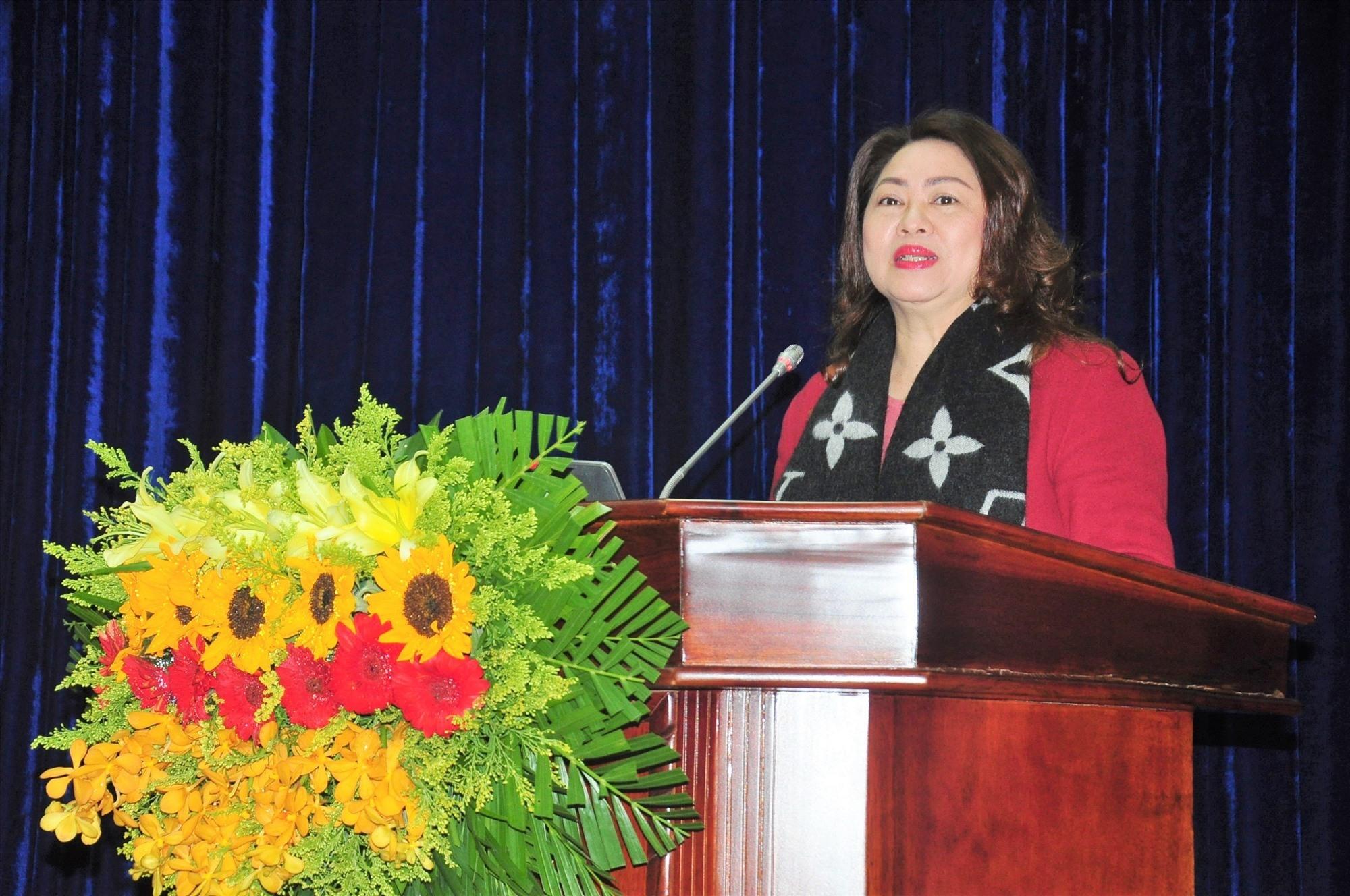 Trưởng Ban Tuyên giáo Tỉnh ủy Nguyễn Thị Thu Lan đến dự và tham báo cáo viên hội nghị. Ảnh: VINH ANH