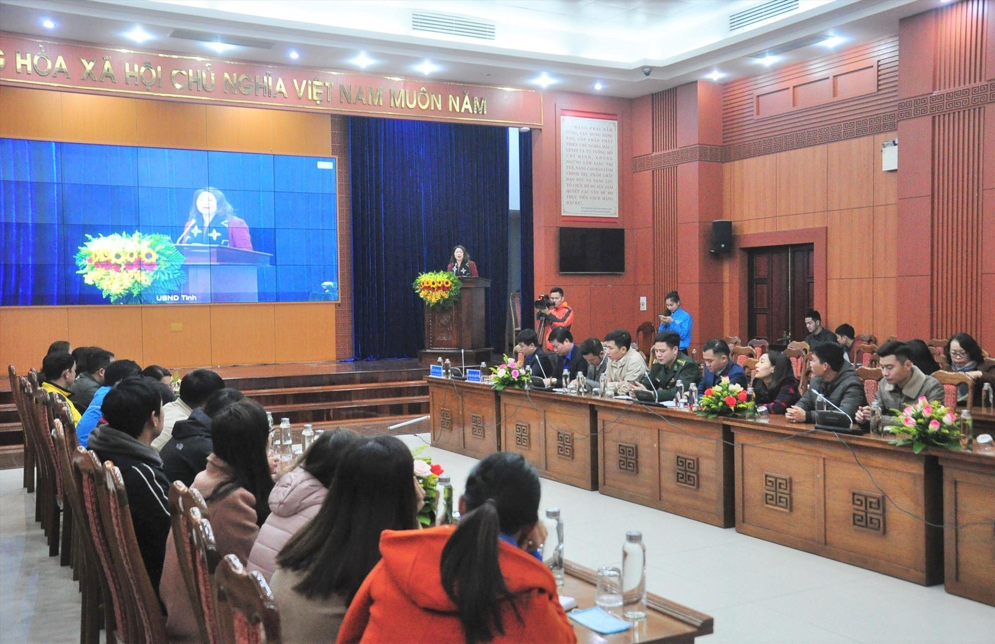 Các đại biểu tham gia học tập nghị quyết tại điểm cầu chính - UBND tỉnh. Ảnh: VINH ANH