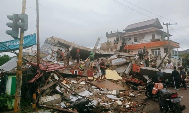 Các tòa nhà bị thiệt hại do động đất ở Mamuju, Tây Sulawesi vào sáng 15.1.2021. Ảnh: AFP