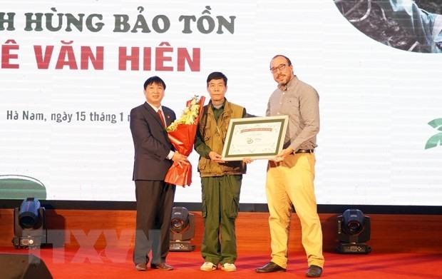 Le Van Hien (middle) has become the second Disney Conservation Hero of Vietnam (Photo: VNA)