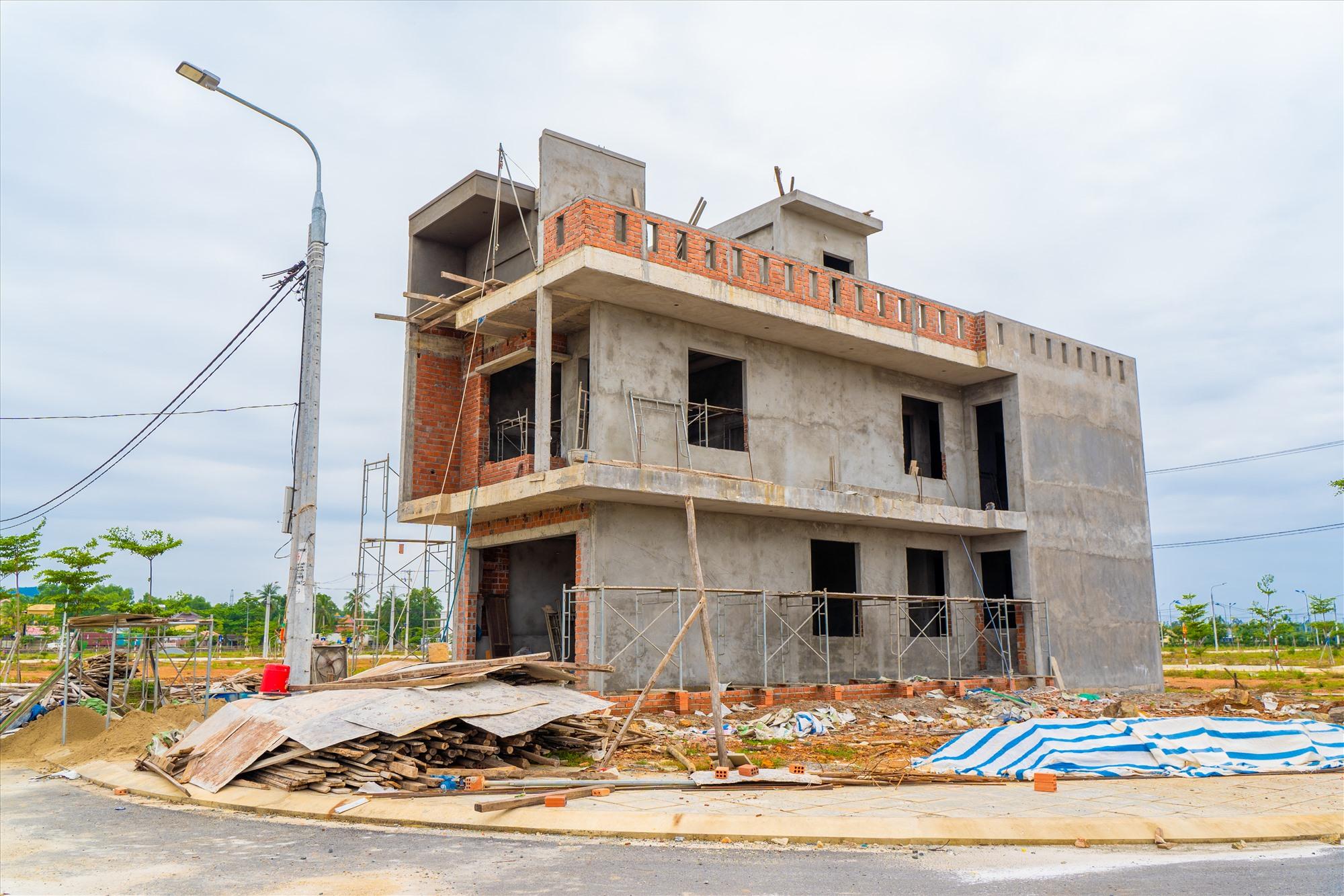 Dự án Chu Lai Riverside đã có sổ đỏ, người dân xây nhà an cư trong năm mới.