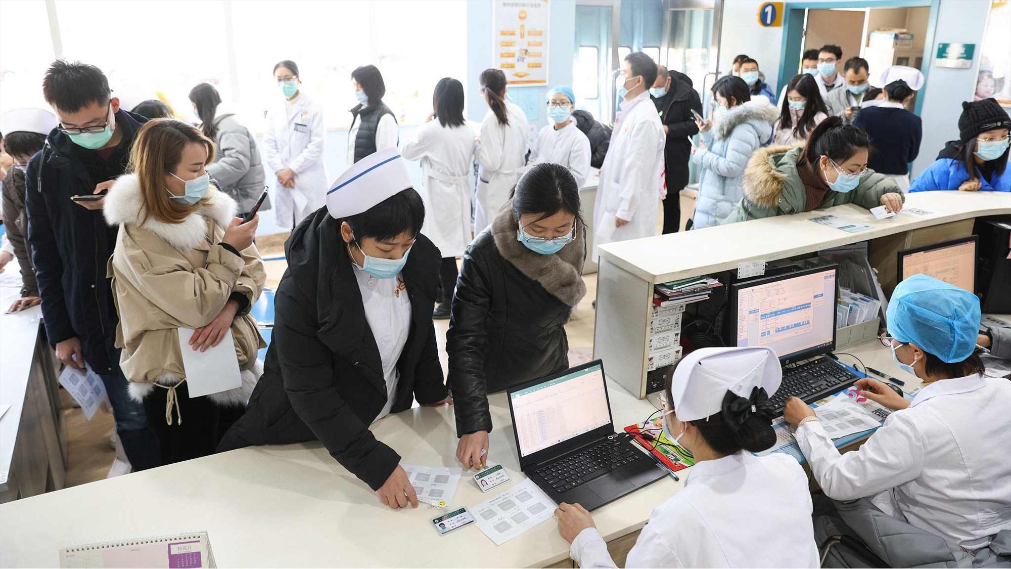 Trung Quốc dẩy mạnh chiến dịch tiêm phòng vắc xin Covid-19 cho hàng chục triệu người trước tết Nguyên đán 2012. Ảnh: CFP