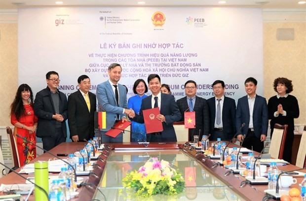 Representatives of the German Development Co-operation-GIZ Vietnam and the Ministry of Construction's Housing and Real Estate Market Management Bureau (HREM) sign a Memorandum of Understanding (MoU). — Photo courtesy GIZ-Vietnam