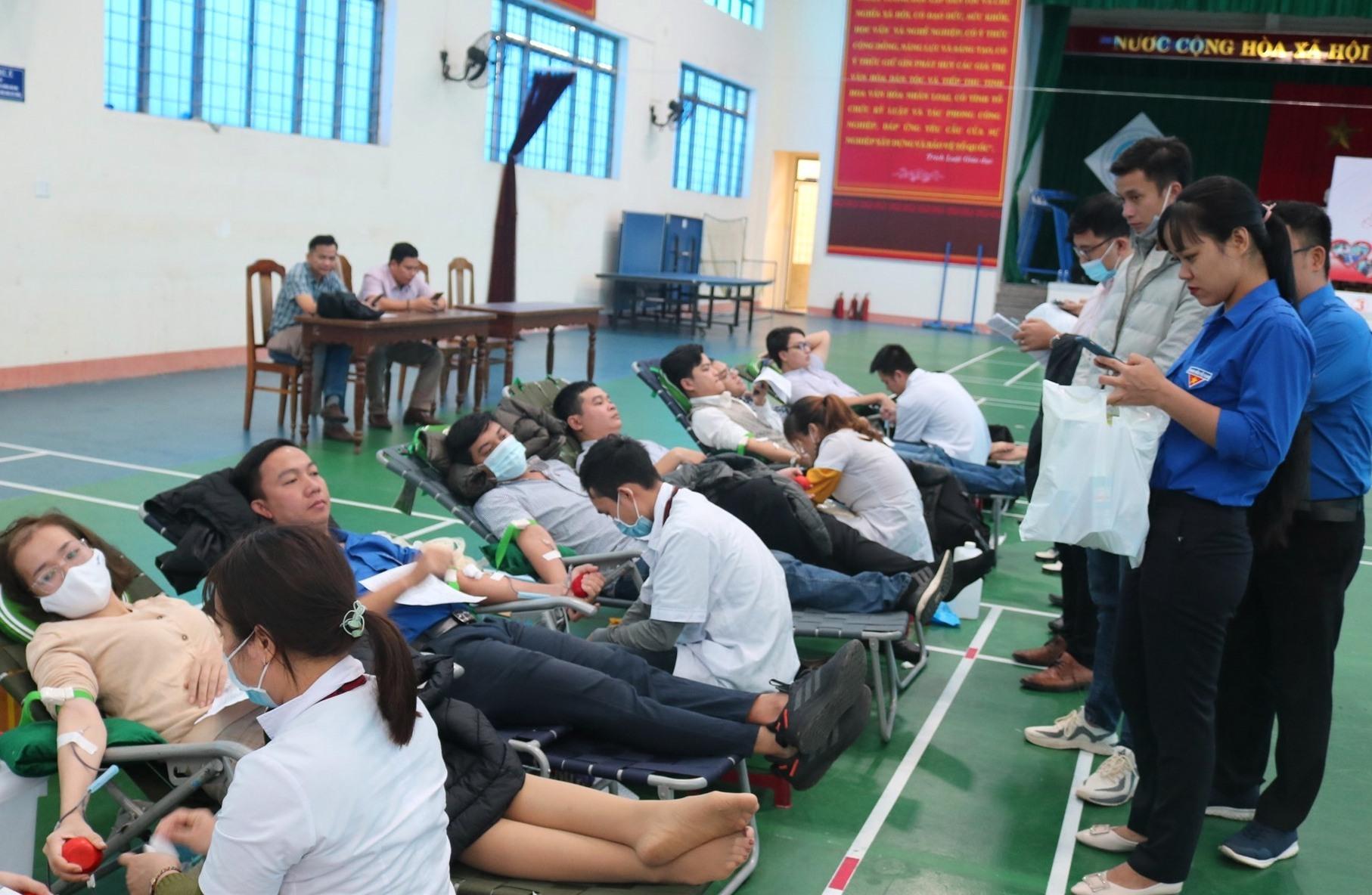 Bệnh viện Đa Khoa Trung ương Quảng Nam tiếp nhận được gần 110 đơn vị máu. Ảnh: L.C