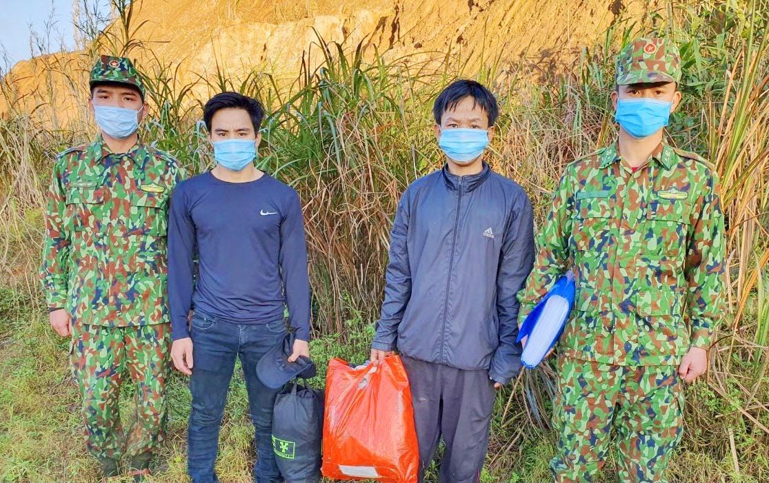 Đồn Biên phòng cửa khẩu Nam Giang bắt giữ 2 đối tượng vượt biên trái phép. Ảnh: B.P