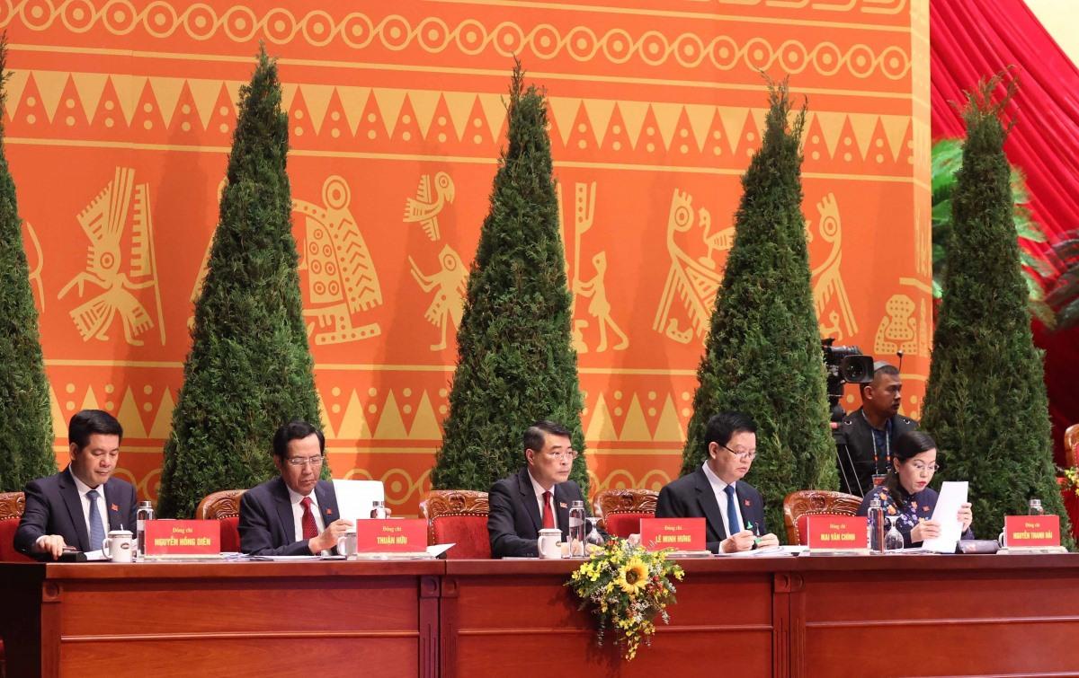 Đoàn Thư ký Đại hội gồm 5 thành viên.  (Ảnh: TTXVN)
