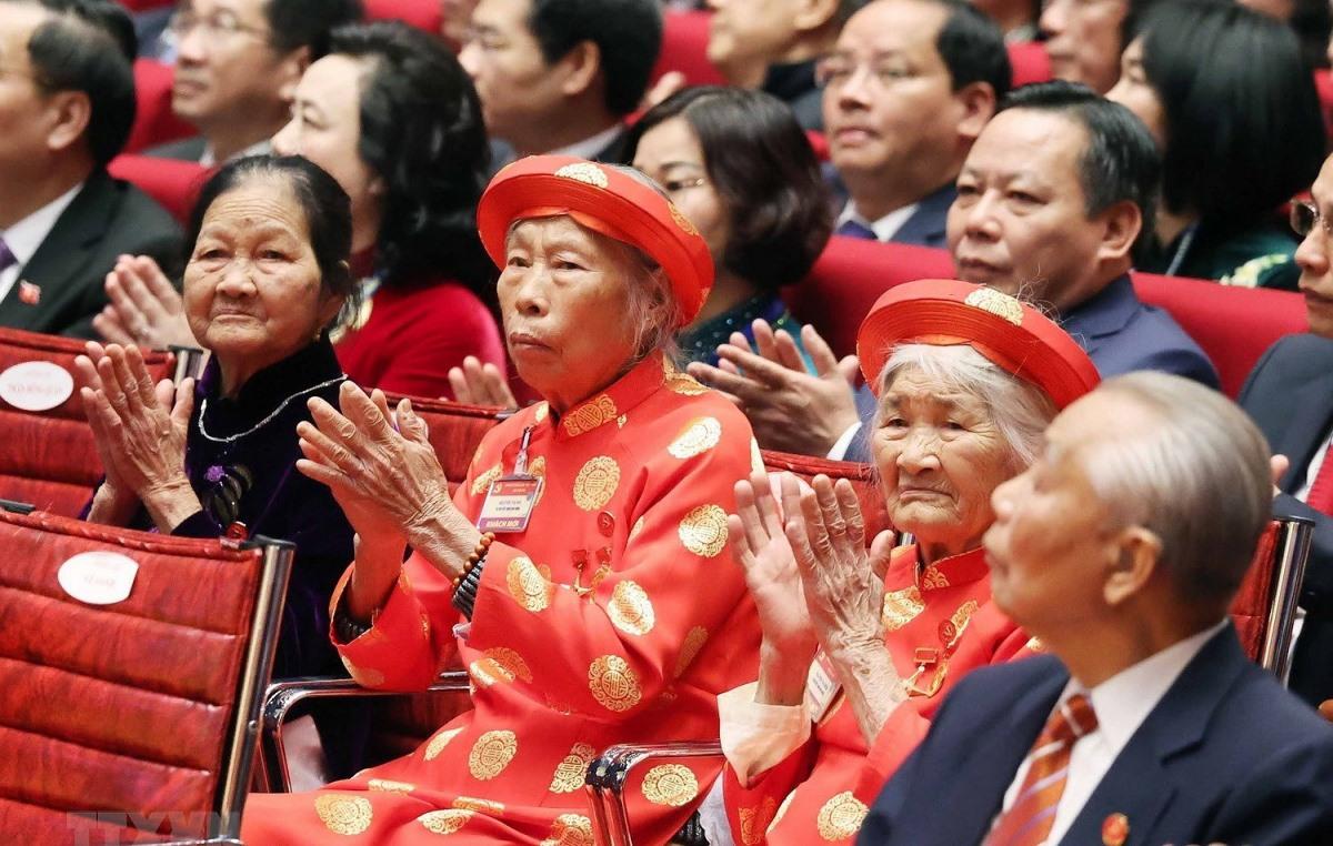 Các Mẹ Việt Nam Anh hùng là đại biểu khách mời dự phiên khai mạc Đại hội. (Ảnh: TTXVN)