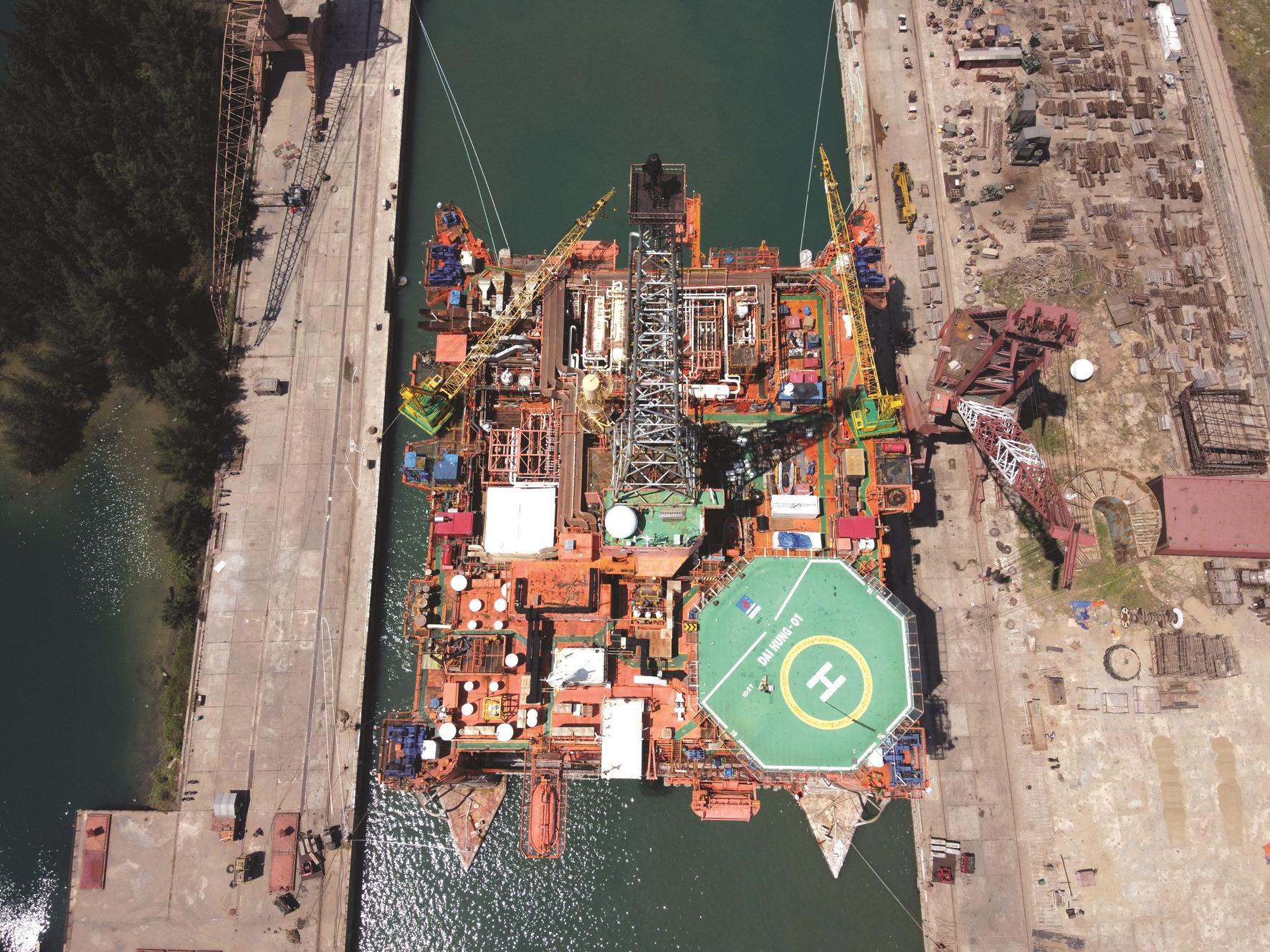Quá trình sửa chữa, bảo dưỡng hết sức phức tạp với việc làm sạch toàn bộ phần chìm của giàn khoan Đại Hùng, hàn gần 5.000m ống các loại, bảo dưỡng, sửa chữa toàn bộ thiết bị, máy móc, điện.