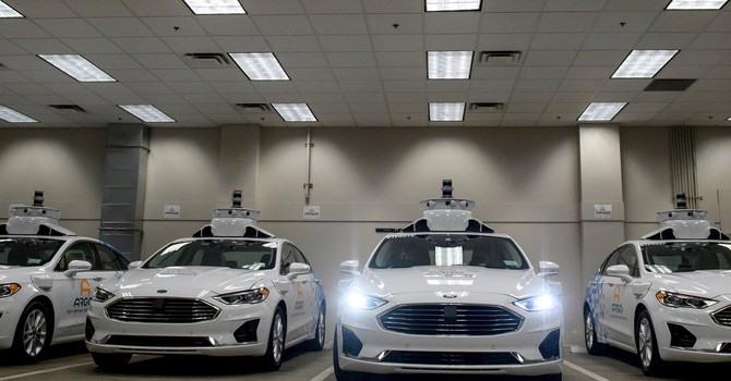 Xe tự lái là một trong những công nghệ tận dụng sức mạnh kết nối và độ trễ thấp của 5G. Ảnh: New York Times.