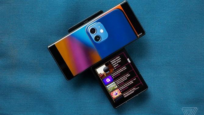 Các hãng smartphone có thể ra mắt nhiều mẫu điện thoại kỳ lạ hơn trong năm 2021. Ảnh: The Verge.
