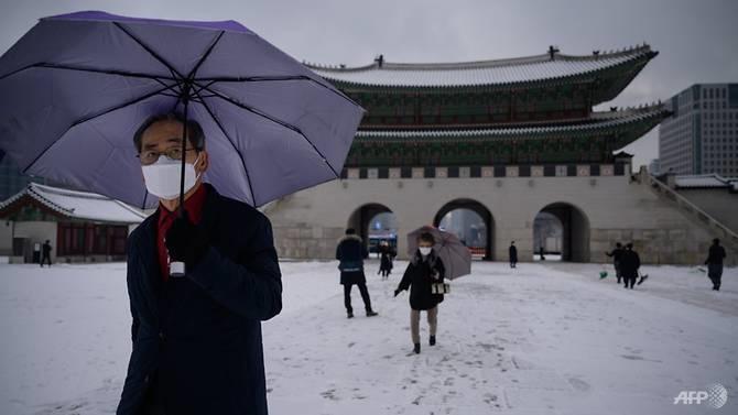 Cung điện Gyeongbokgung , một trong những địa điểm từng thu hút nhiều khách du lịch tại Hàn Quốc nay vắng vẻ hơn vì dịch bệnh. Ảnh: AFP