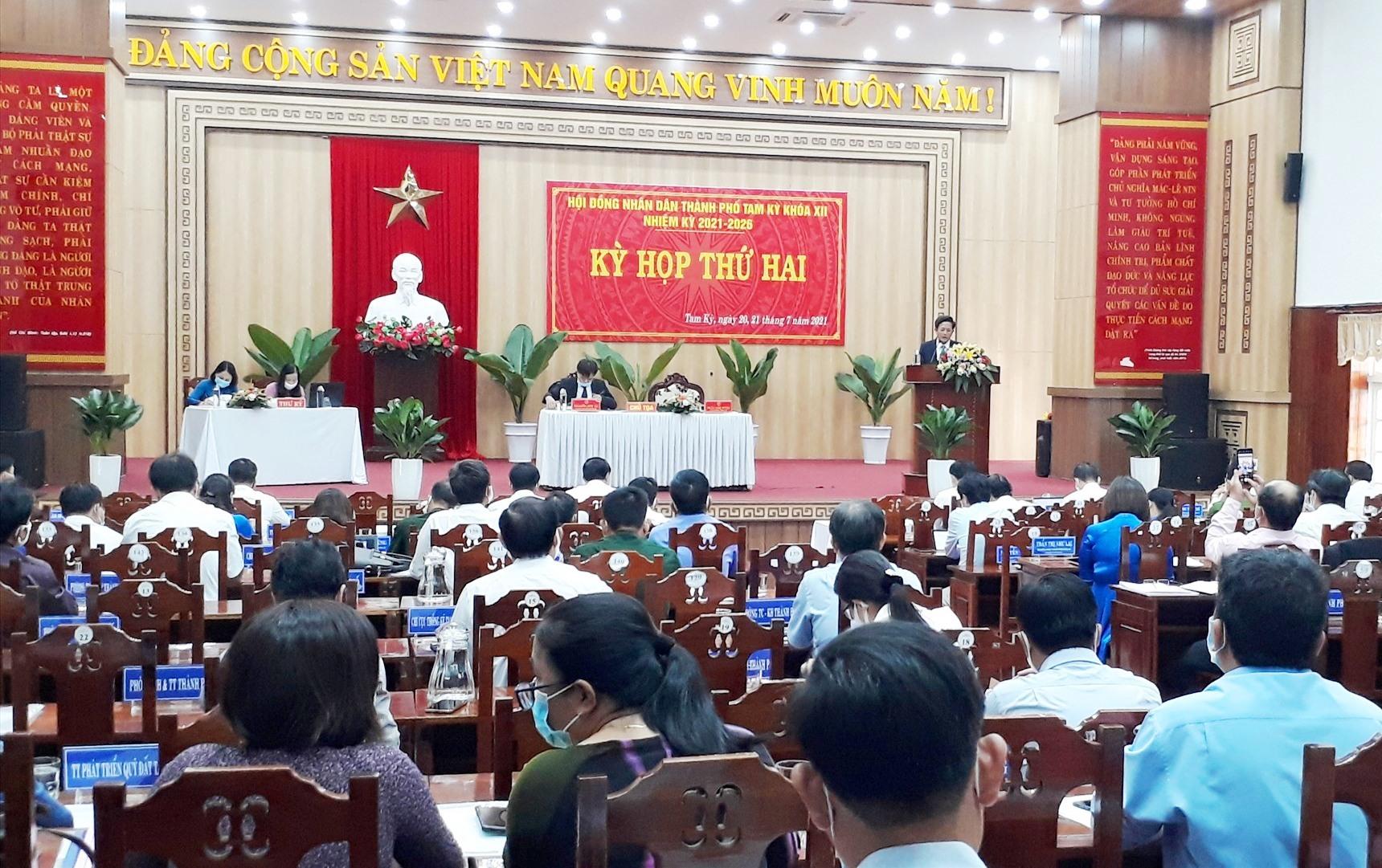 Kỳ họp thứ 3 HĐND TP.Tam Kỳ quyết định nhiều chủ trương quan trọng đến phát triển kinh tế xã hội 5 năm đến. Ảnh: X.P