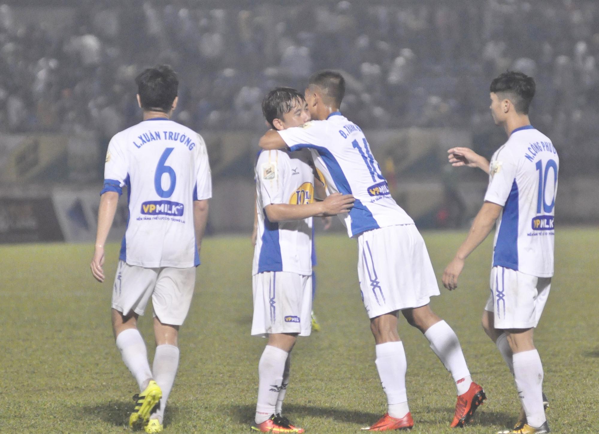 Hoàng Anh Gia Lai không được trao cúp vô địch dù đang dẫn đầu bảng xếp hạng. Ảnh: A.S