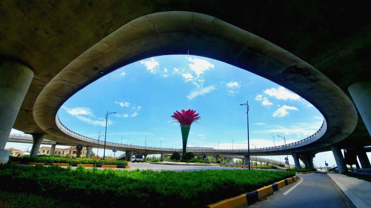 Một góc cầu vượt 2 tầng Khu Kinh tế mở Chu Lai. Ảnh: Đ.Q.Q