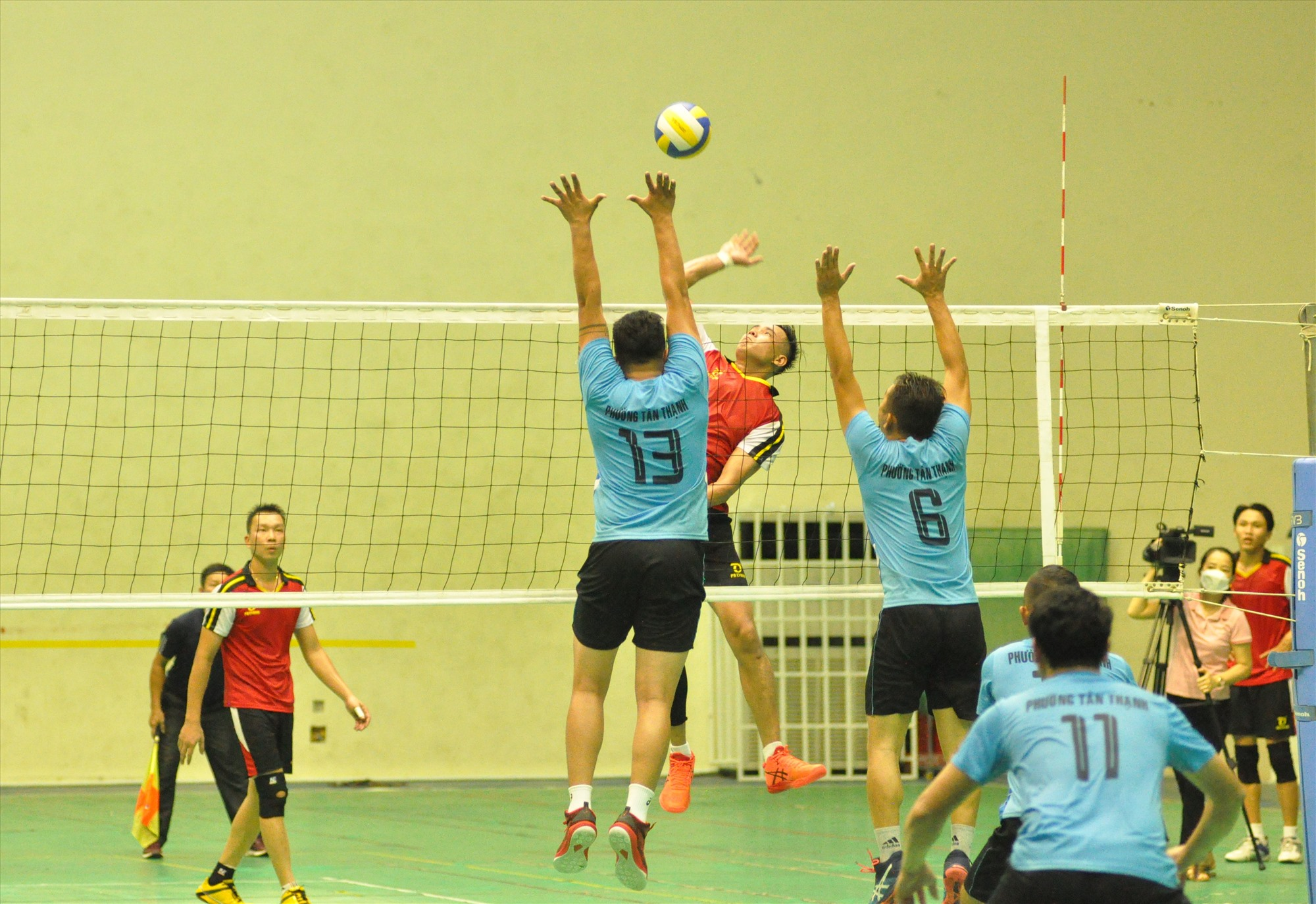 Trận chung kết Tam Thăng và Tân Thạnh diễn ra hấp dẫn và kịch tính. Ảnh: T.V