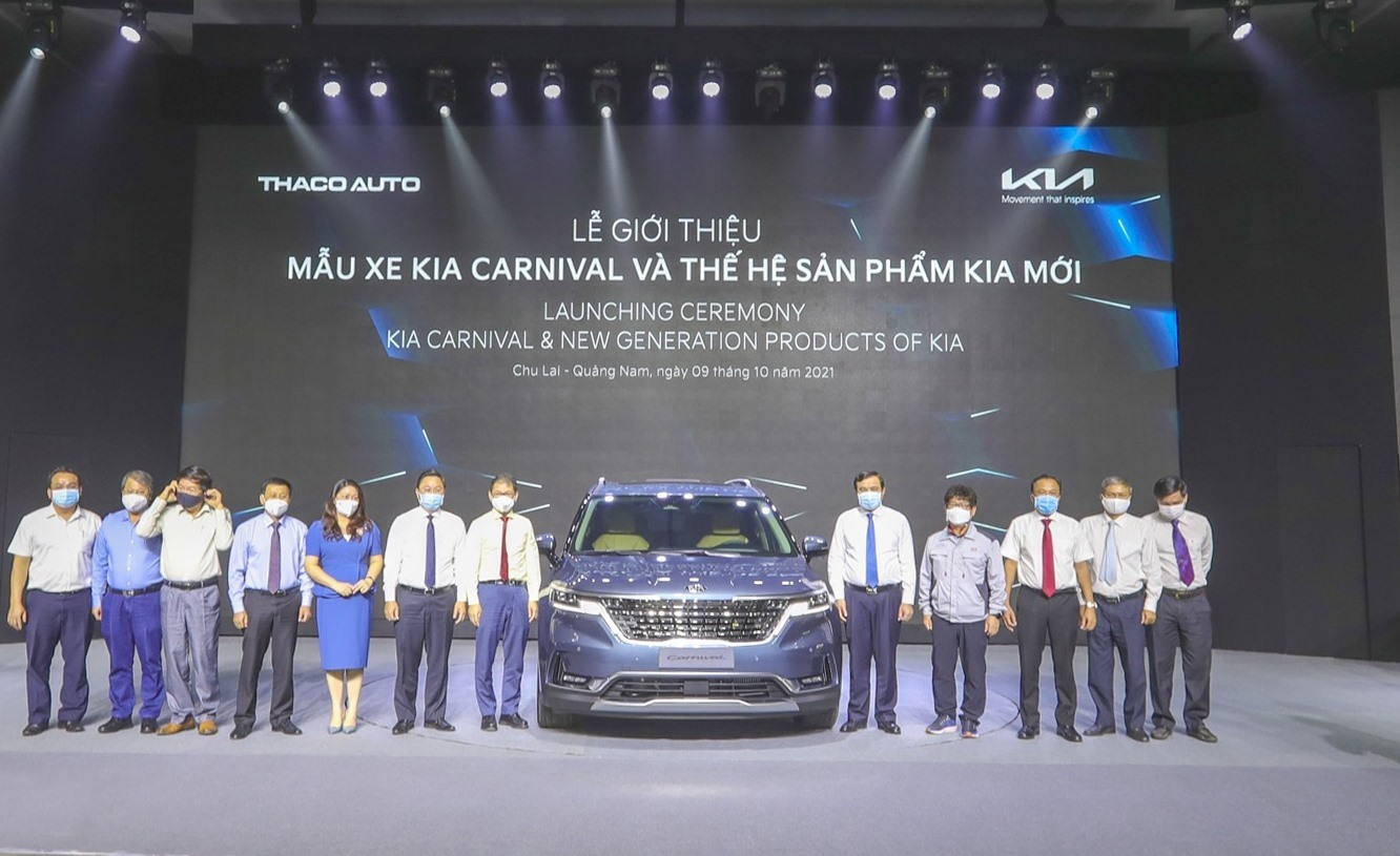 Quang Nam leaders at the launching ceremony of Kia Carnival and new generation products of Kia