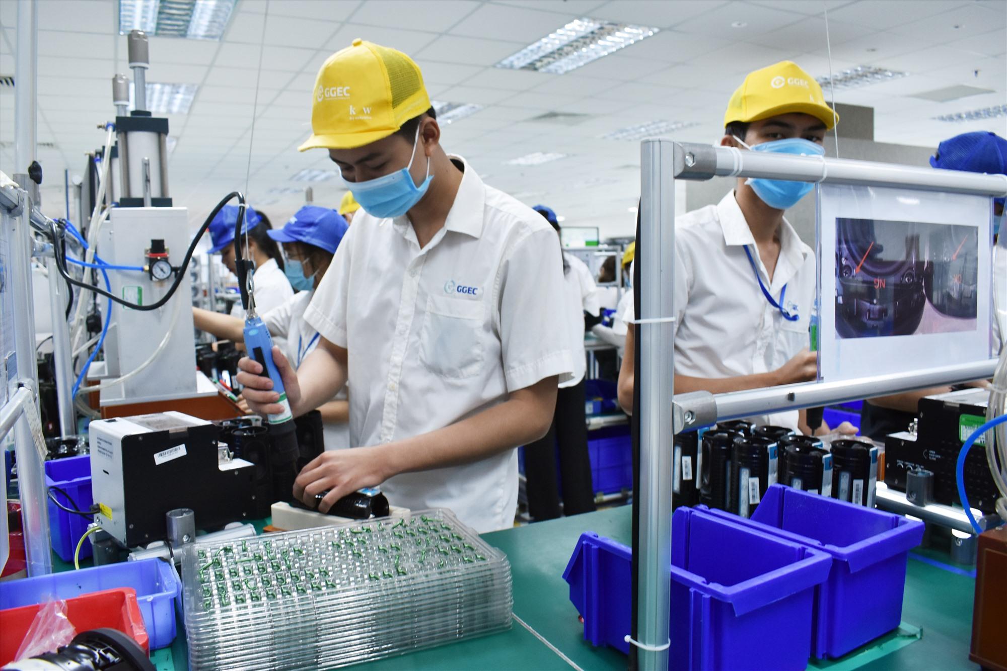 Hoạt động sản xuất, vận chuyển phục hồi giúp doanh nghiệp dần vượt qua những khó khăn do dịch bệnh gây ra. Ảnh: V.L