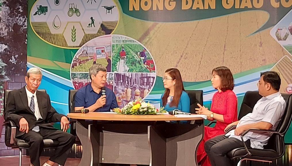 """Quang cảnh buổi tọa đàm với chủ đề """"Xây dựng nền nông nghiệp hiện đại - Nông dân giàu có"""". Ảnh: V.SUNG"""