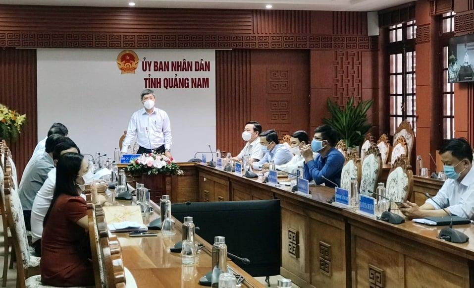 Phó Chủ tịch UBND tỉnh Hồ Quang Bửu phát biểu tại điểm cầu trung tâm.