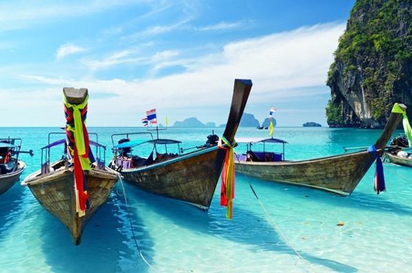 Phuket (Thái Lan) là địa phương mạnh dạn triển khai đón khách hộ chiếu vắc xin đầu tiên trên thế giới