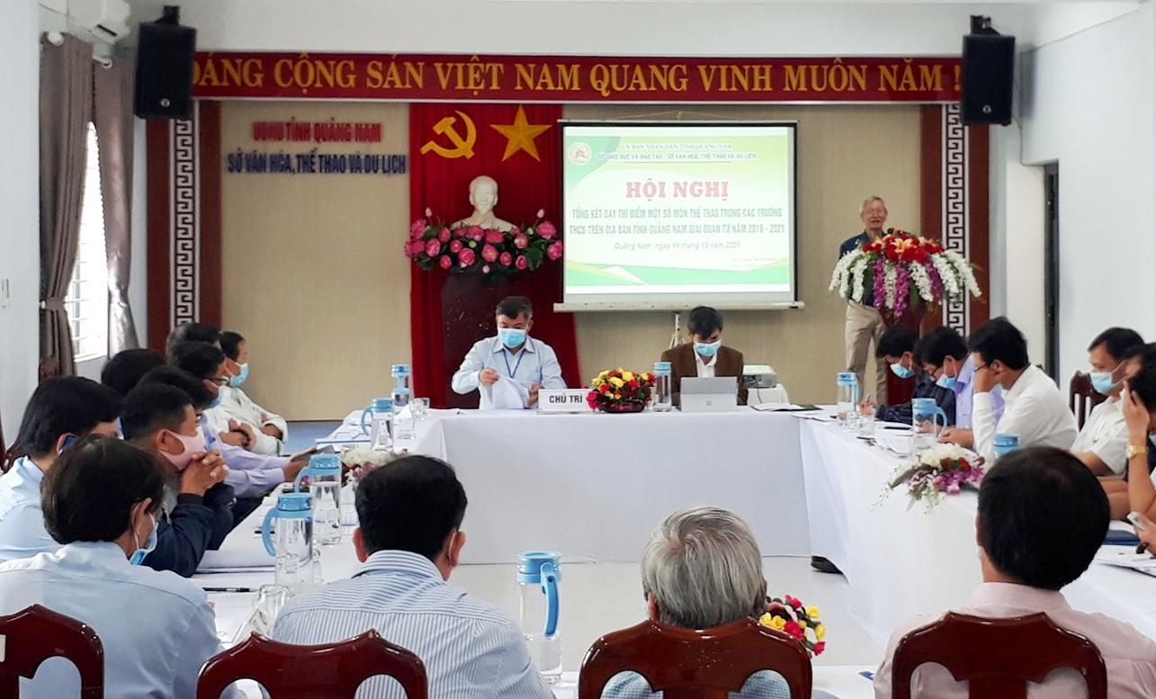 Các đại biểu phát biểu tại hội nghị. Ảnh: T.V