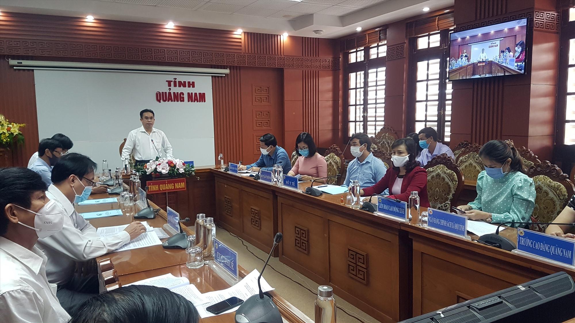 Phó Chủ tịch UBND tỉnh Trần Anh Tuấn yêu cầu các địa phương thực hiện kịp thời chính sách hỗ trợ người lao động trở về từ các tỉnh, thành phố phía Nam. Ảnh: D.L