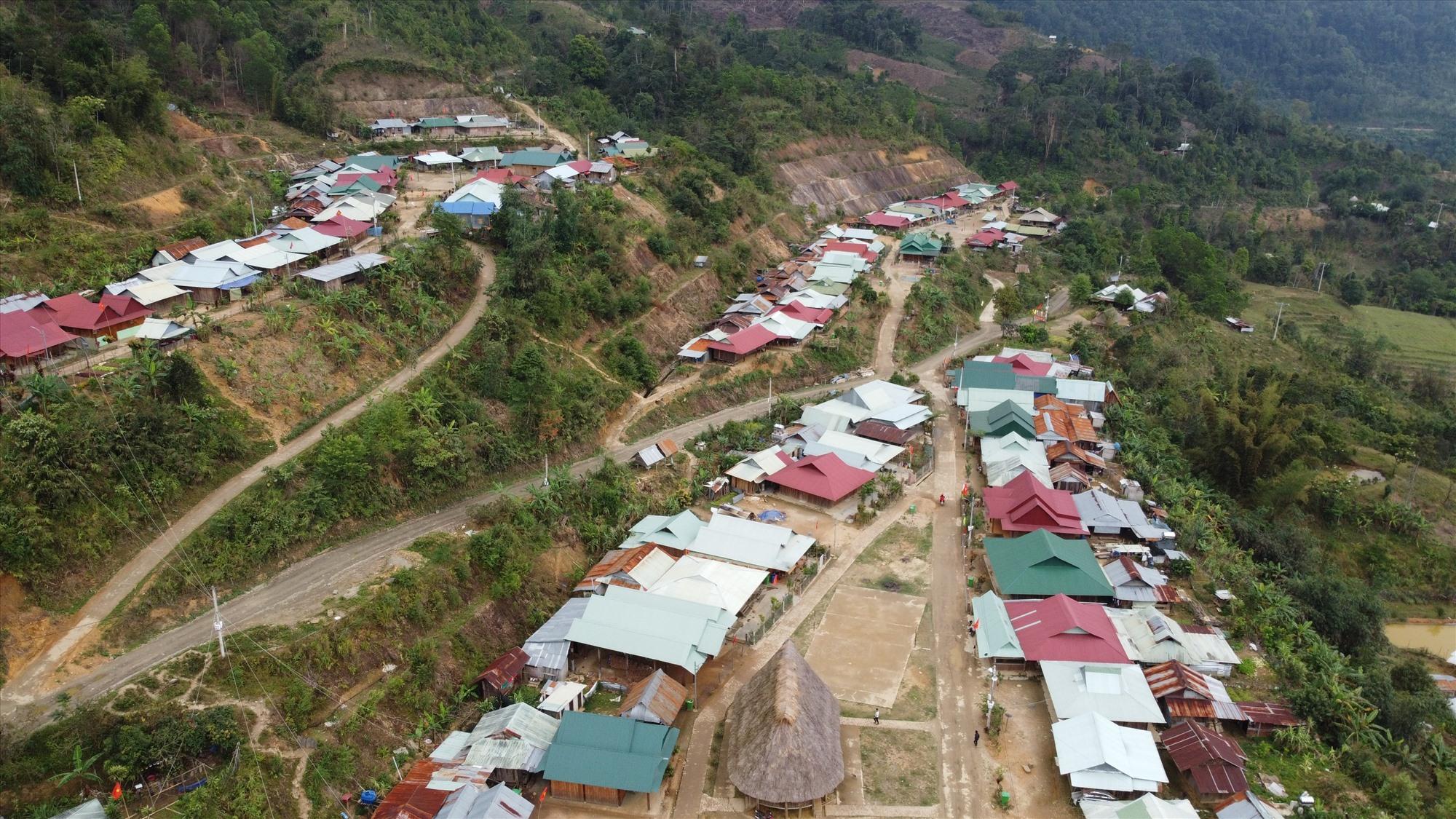 Các khu tái định cư ở Tây Giang. Ảnh: Đ.Q.Q