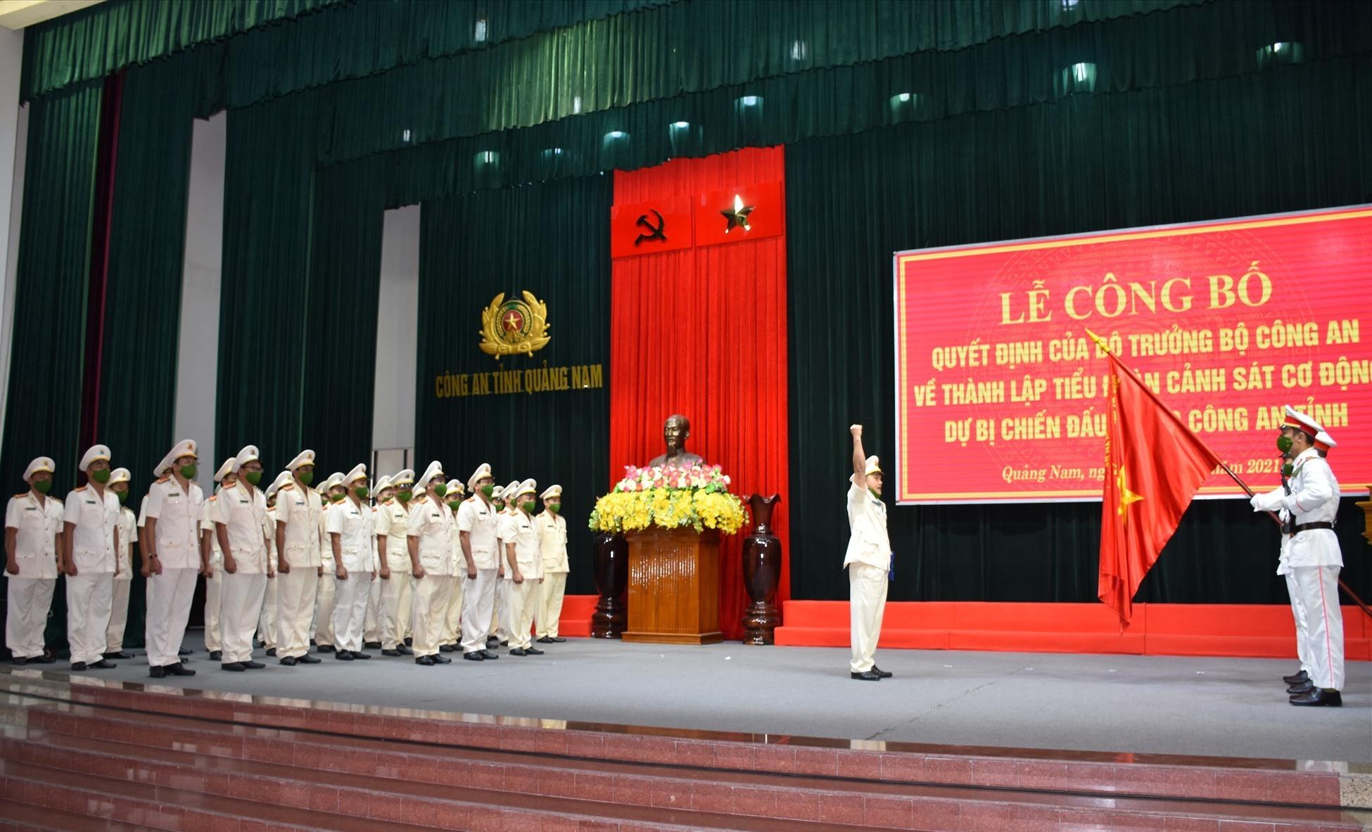 Tiểu đoàn CSCĐ dự bị chiến đấu thực hiện Lễ tuyên thệ. Ảnh: M.T