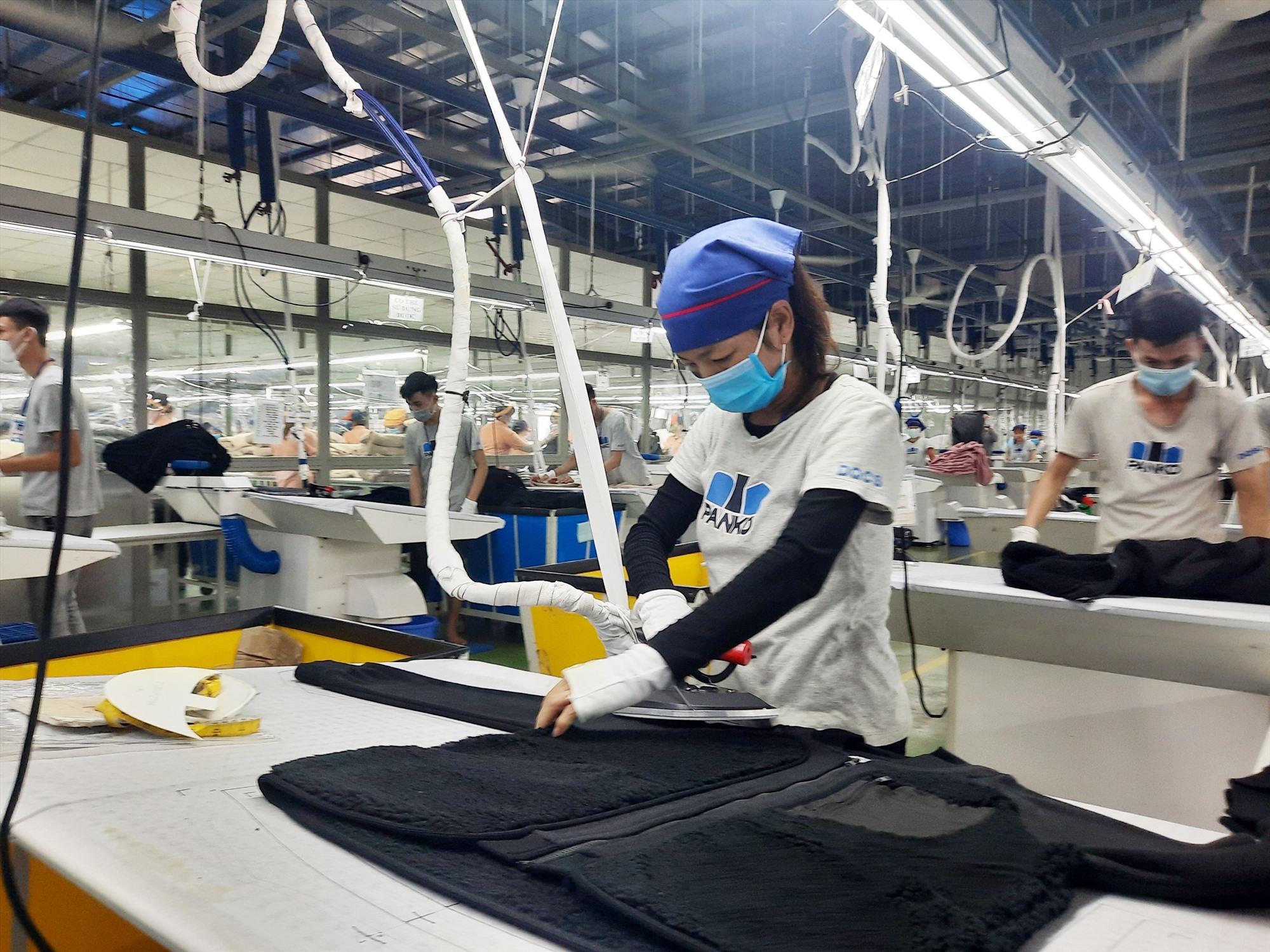 Nguồn hỗ trợ từ Quỹ Bảo hiểm thất nghiệp sẽ giúp người lao động có khoản kinh phí trang trải cuộc sống. Ảnh: D.L