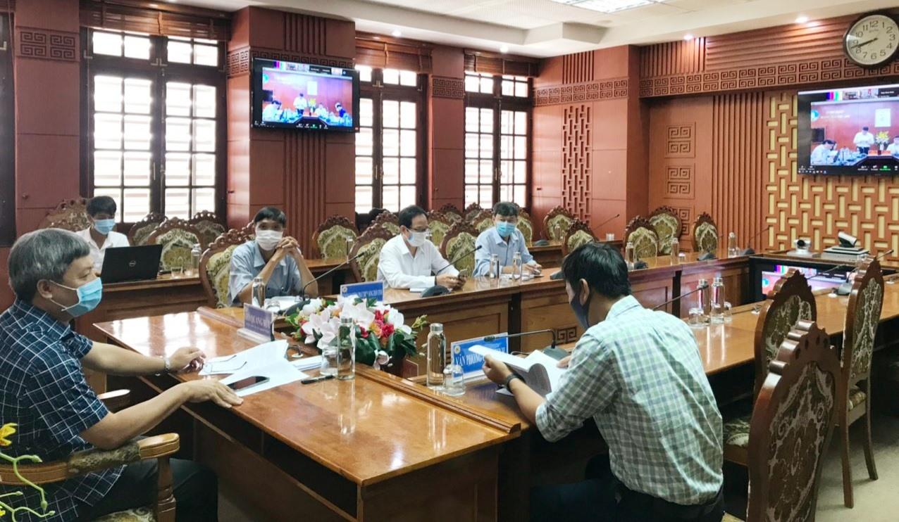 Tham gia tại điểm cầu Quảng Nam có Phó Chủ tịch UBND tỉnh Hồ Quang Bửu cùng đại diện một số ngành liên quan.    Ảnh: N.P