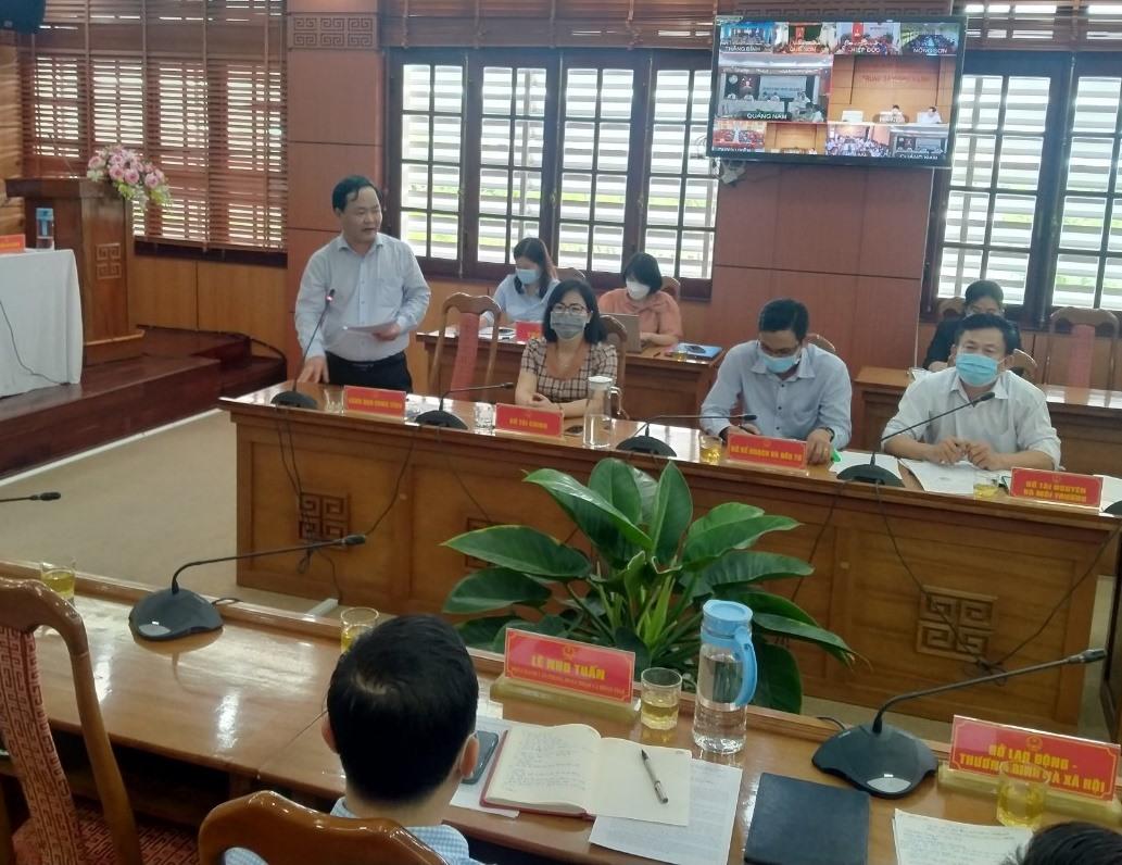 Phó Chủ tịch UBND tỉnh Nguyễn Hồng Quang phát biểu giải trình tại hội nghị tiếp xúc của tri sáng nay 5.10. Ảnh: N.Đ