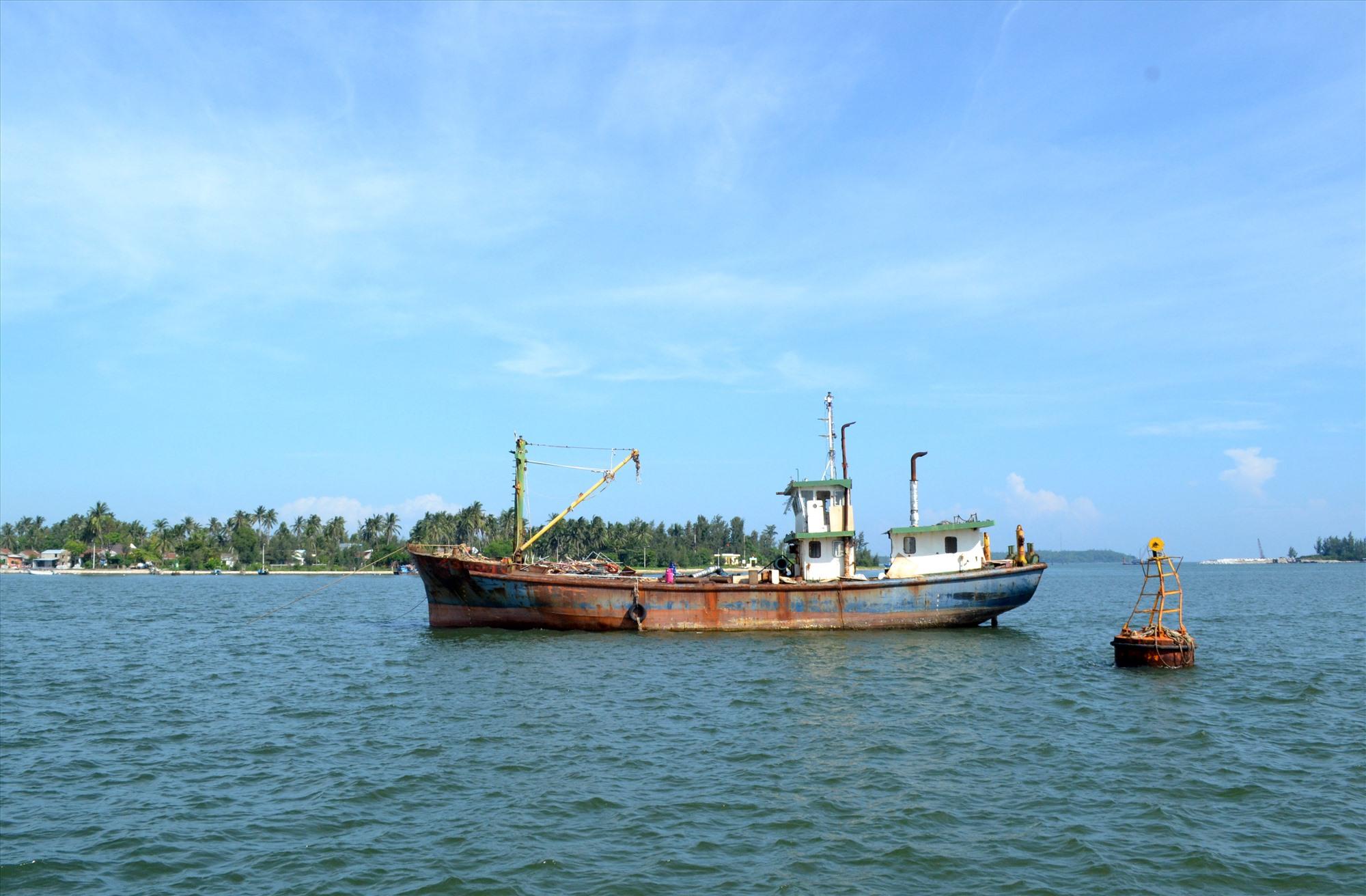 Tàu vỏ thép của ngư dân Lê Tuyến đã được ngân hàng bán đấu giá, thanh lý để thu hồi nợ. Ảnh: VIỆT NGUYỄN