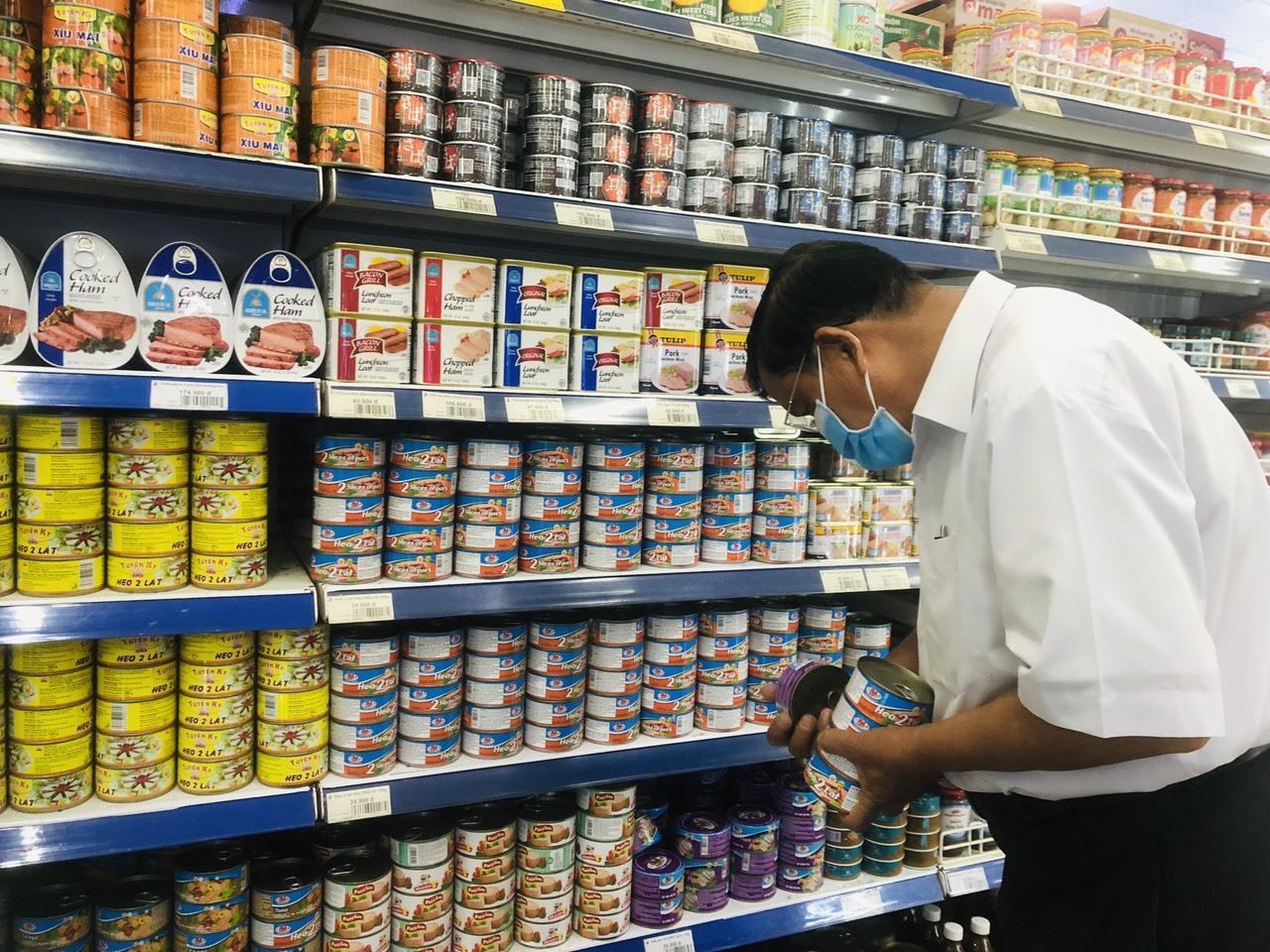 Người tiêu dùng nên lựa chọn các loại thực phẩm có nguồn gốc xuất xứ rõ ràng.Ảnh: L.Q