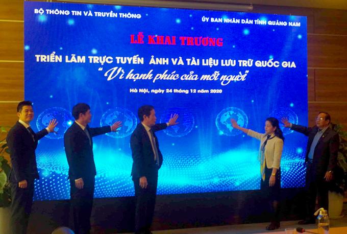 """Triển lãm """"Vì hạnh phúc của mỗi người"""" do Bộ TT-TT và UBND tỉnh Quảng Nam tổ chức tại Hà Nội."""