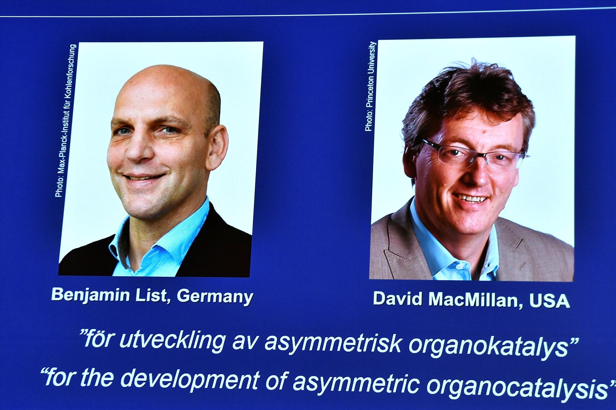 Những chủ nhân giải Nobel Hóa học 2021. Ảnh: Reuters