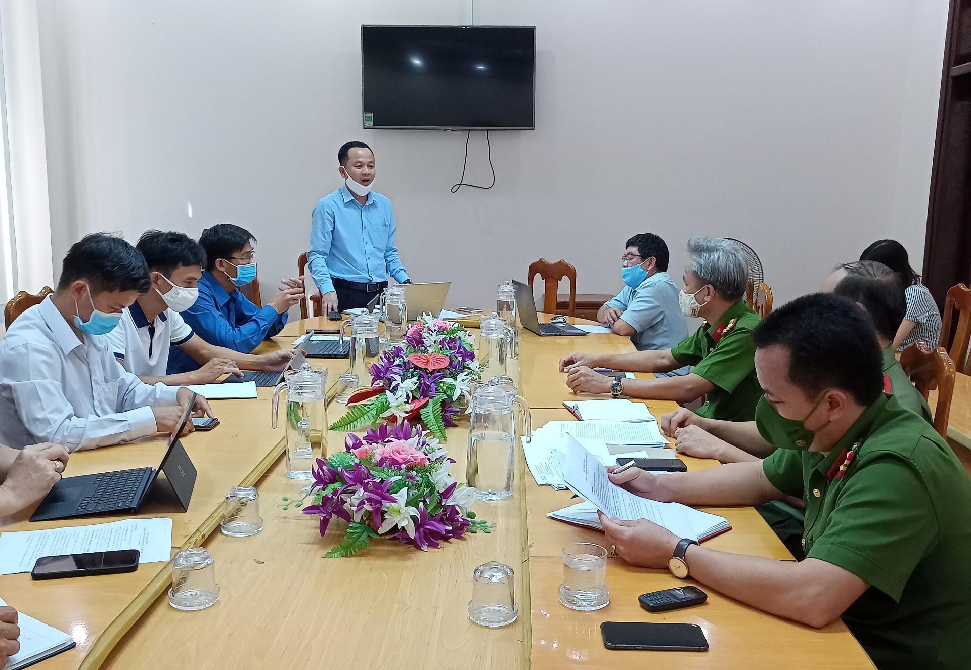 UBND huyện Núi Thành họp thông qua phương án sửa chữa, nâng cấp hệ thống camera an ninh. Ảnh: VĂN PHIN