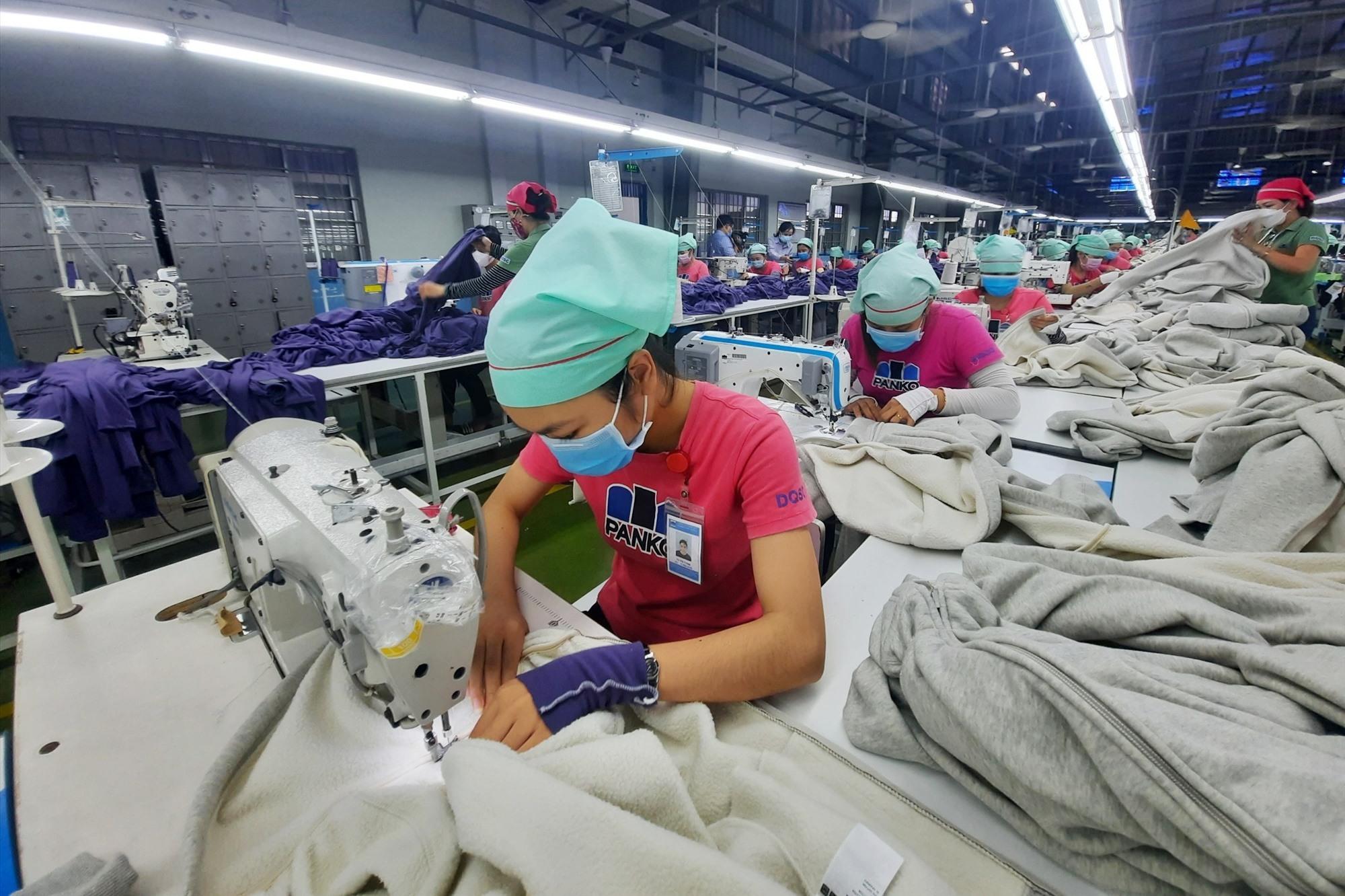 Người lao động đang tham gia bảo hiểm thất nghiệp sẽ nhận hỗ trợ theo Nghị quyết 116. Ảnh: D.L