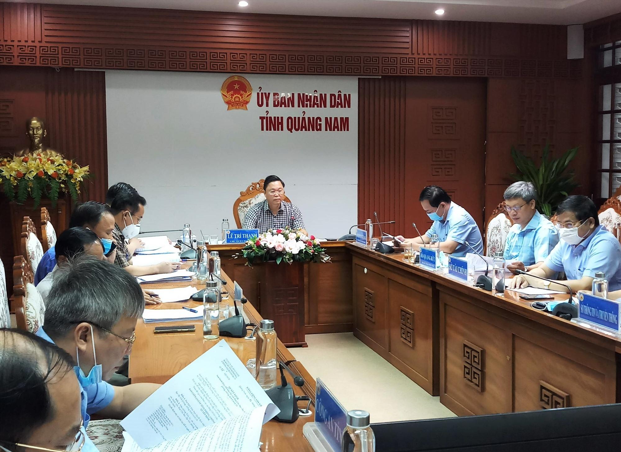 Các đại biểu tham dự cuộc họp bàn về công tác phòng chống dịch Covid-19 vào sáng nay 7.10. Ảnh: A.N