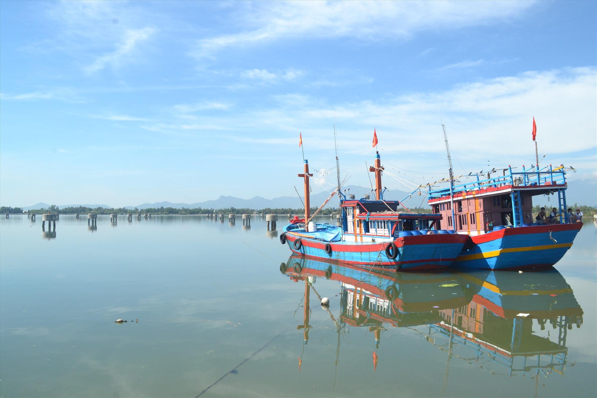 Tàu cá của ngư dân neo đậu ở Khu neo đậu tàu cá An Hòa trong những ngày này. Ảnh: Q.VIỆT
