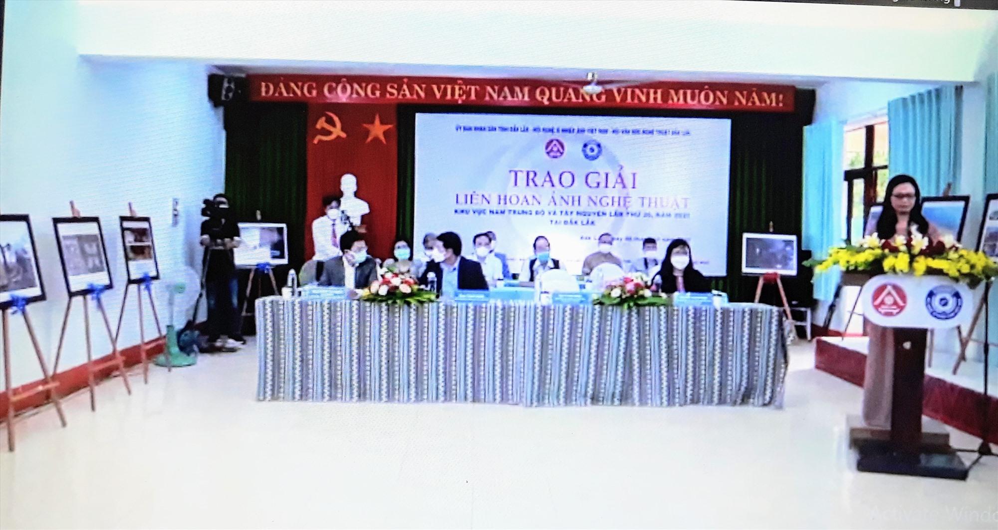Quang cảnh lễ tổng kết và trao giải Liên hoan tại điểm cầu chính (Ảnh chụp qua màn hình).