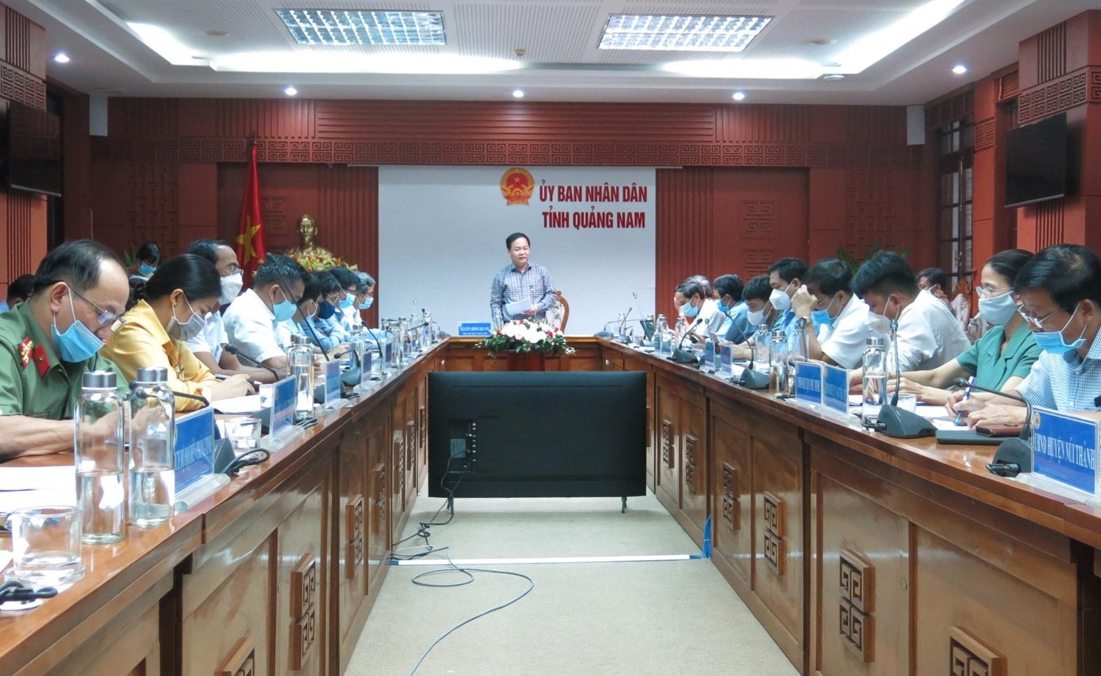 Phó Chủ tịch UBND tỉnh Nguyễn Hồng Quang chủ trì buổi làm việc