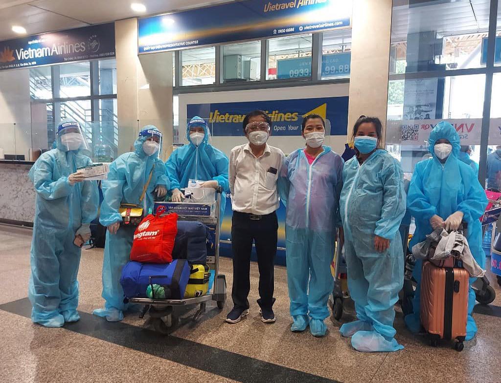 Phụ nữ mang thai được hỗ trợ đưa về quê Quảng Nam hôm 4.10 vừa qua.