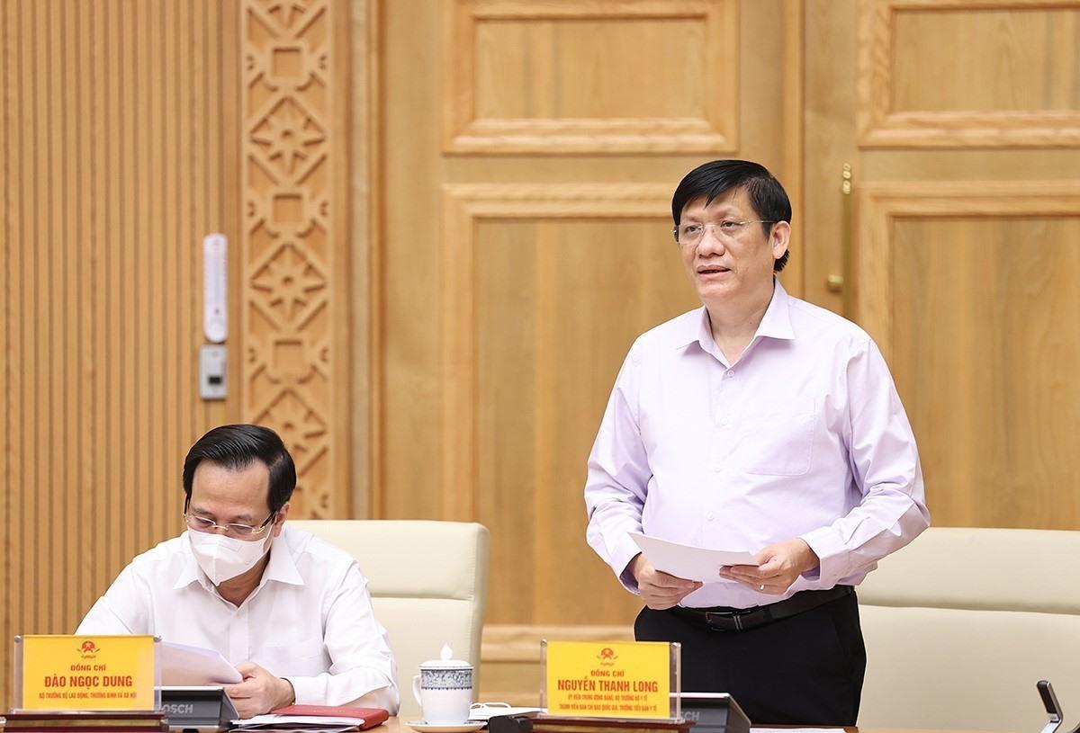 Bộ trưởng Bộ Y tế Nguyễn Thanh Long báo cáo công tác phòng, chống dịch COVID-19. Ảnh: Dương Giang/TTXVN