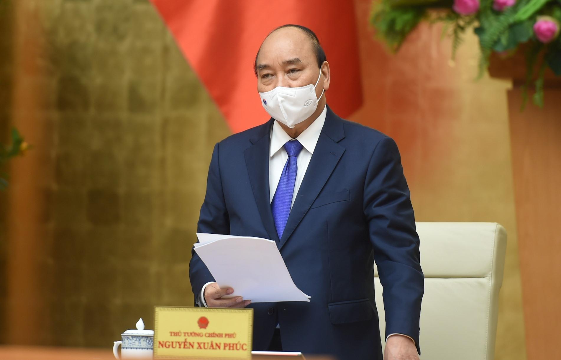 Thủ tướng Nguyễn Xuân Phúc phát biểu chỉ đạo tại cuộc họp.