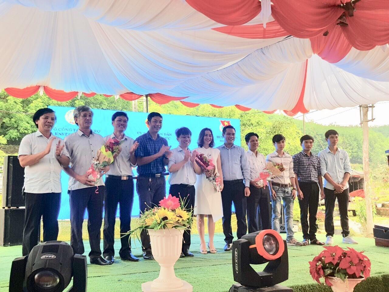 Ra mắt Câu lạc bộ Khởi nghiệp Hiệp Đức do Nguyễn Thị Thu Thủy (giữa) làm chủ nhiệm.