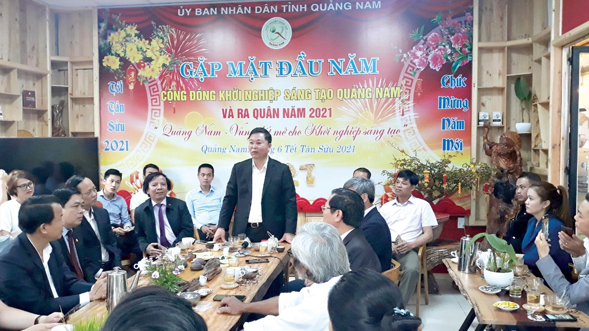 Chủ tịch UBND tỉnh Lê Trí Thanh gặp gỡ cộng đồng khởi nghiệp - sáng tạo Quảng Nam đầu Xuân Tân Sửu. Ảnh: C.N