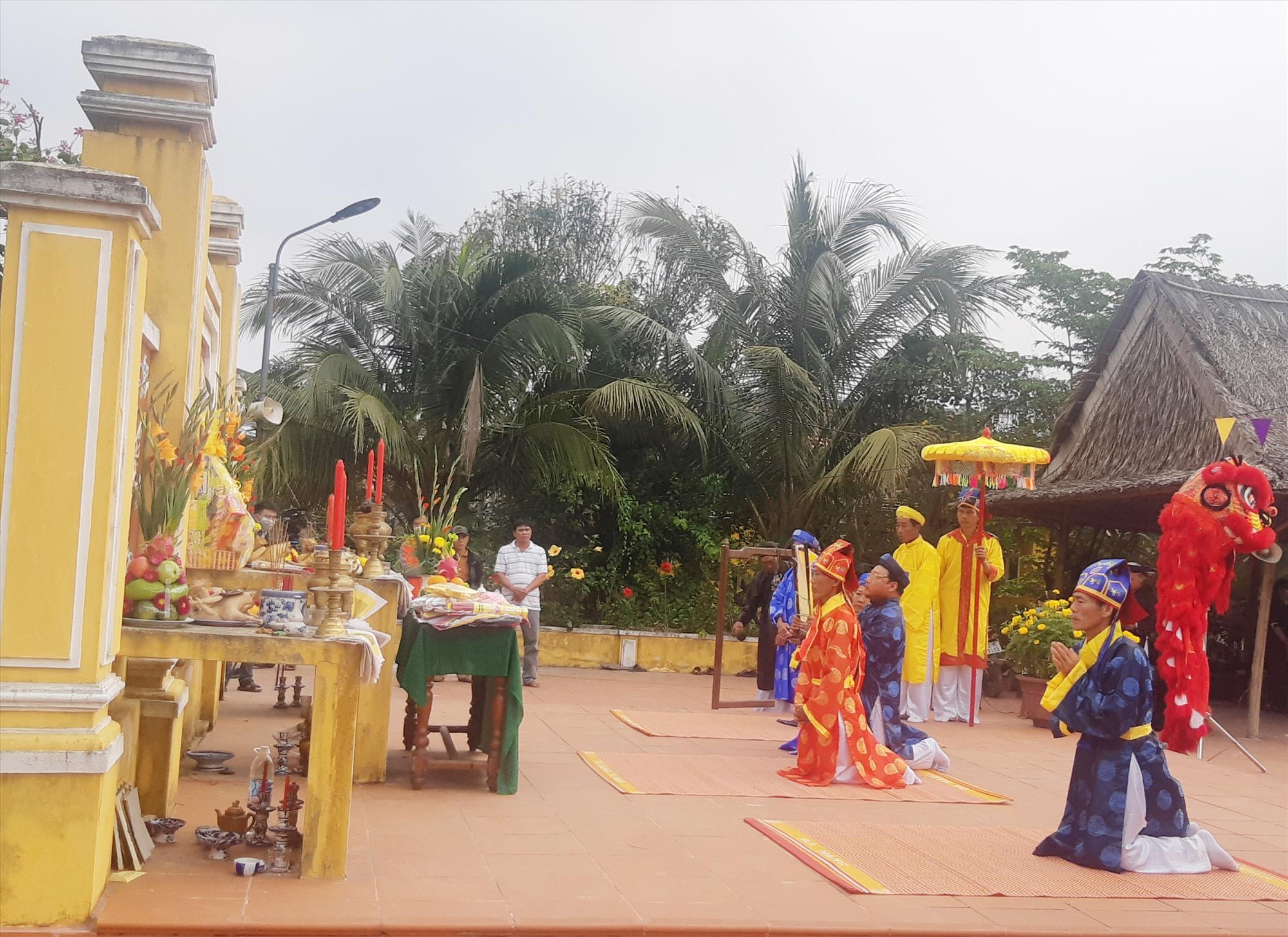 Lễ cầu bông ở làng rau Trà Quế được tổ chức trong điều kiện đảm bảo an toàn phòng chống dịch Covid-19. Ảnh: MỸ LỆ