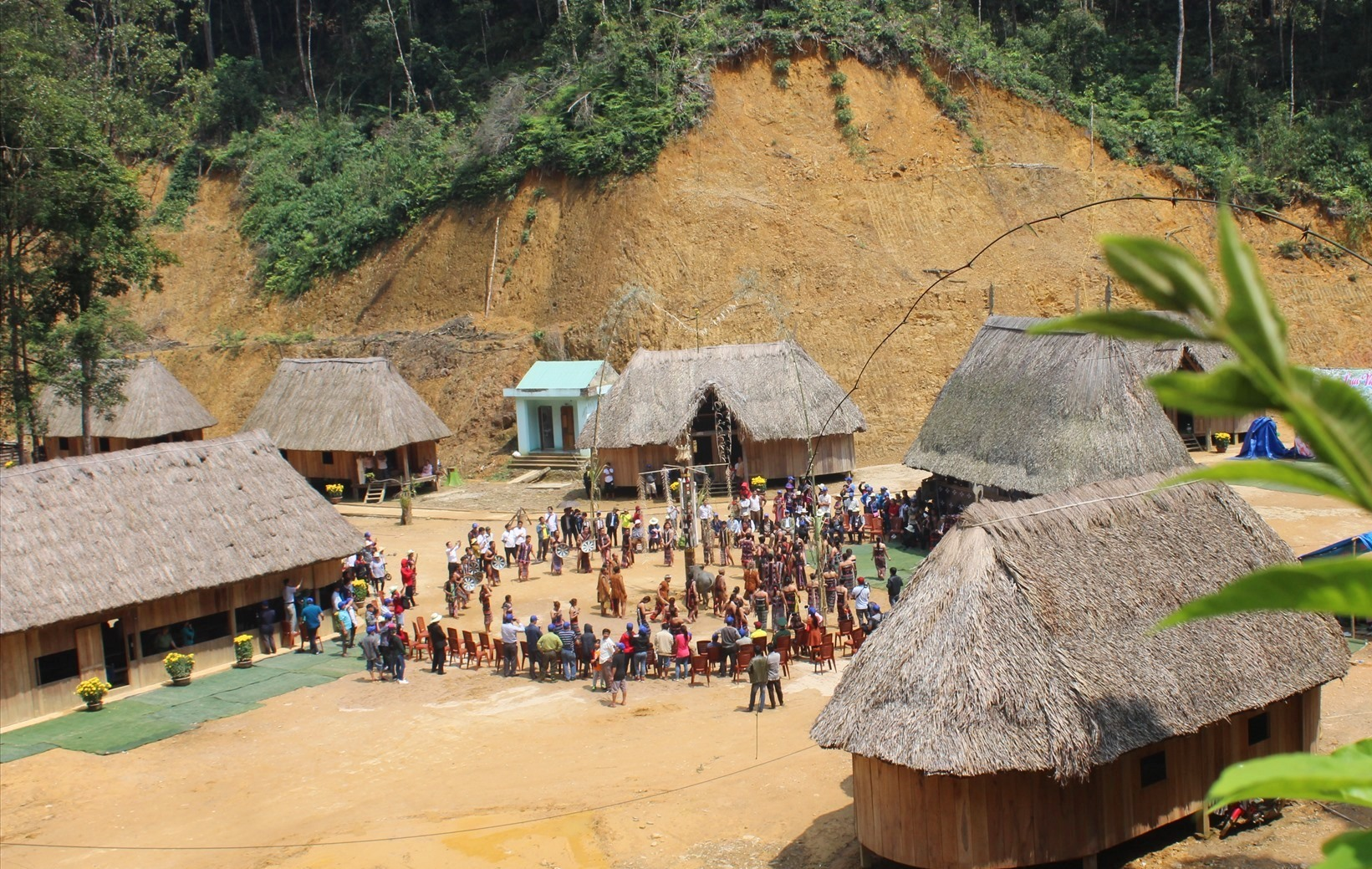 Lễ Khai năm tạ ơn rừng được tổ chức hằng năm tại Làng sinh thái di sản Pơmu