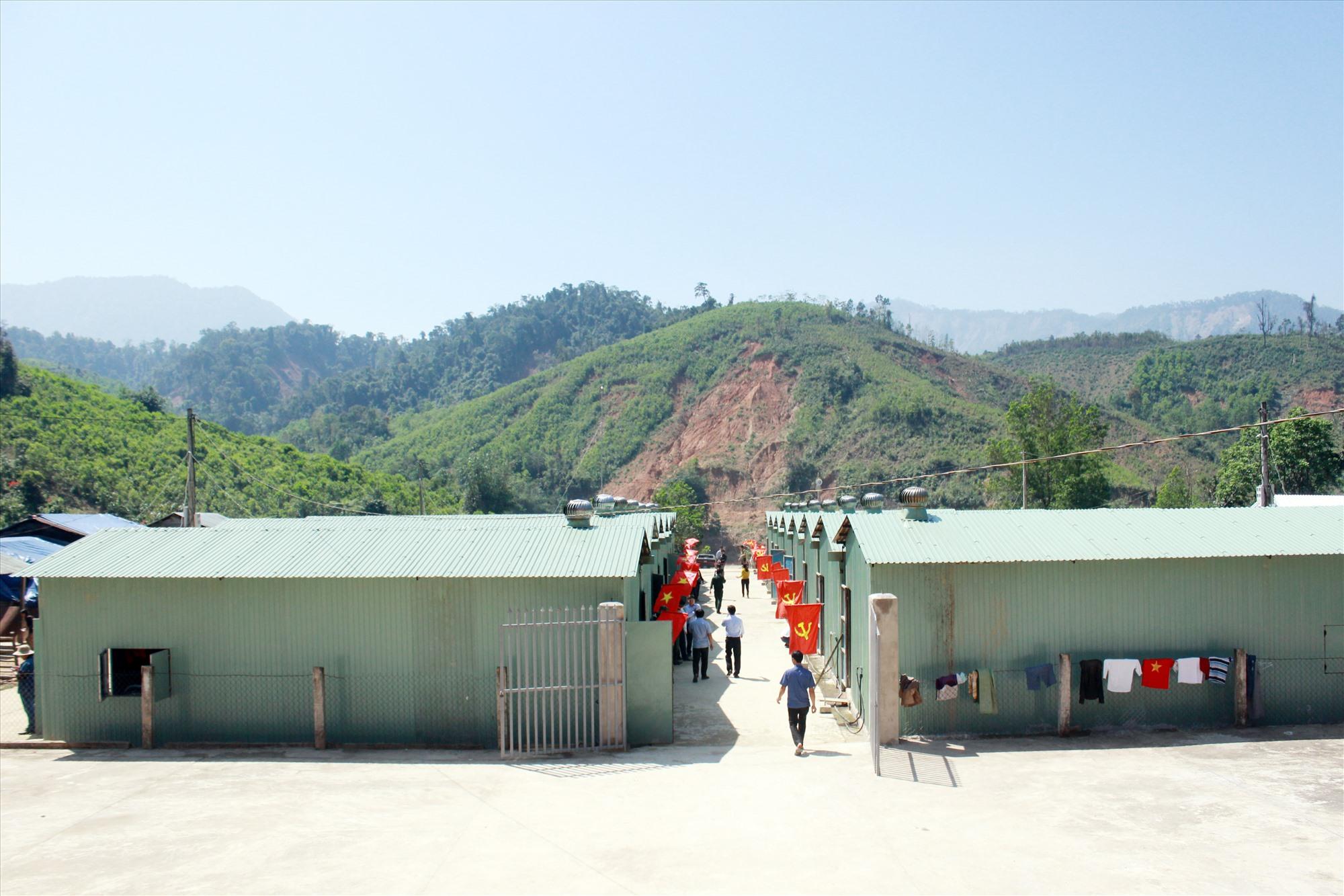 17 căn nhà này vừa được dựng gấp rút để bà con đón Tết Tân Sửu vừa qua.